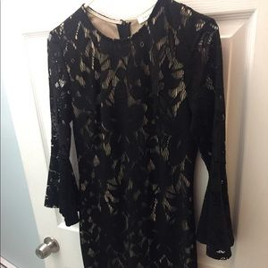 Francesca's Bell Sleeved Lace Dress - Small